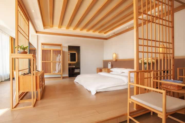 丽江/智能民宿/Cloud阳光晒一整天的大床房/智能马桶、家具(点头像了解更多房源)