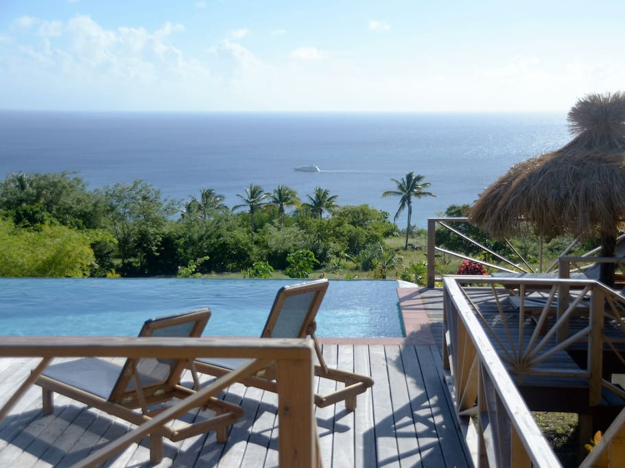 Têt Rouge St. Lucia - relaxing by the infinity pool
