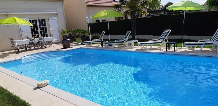 Chambre double chez l'habitant + piscine