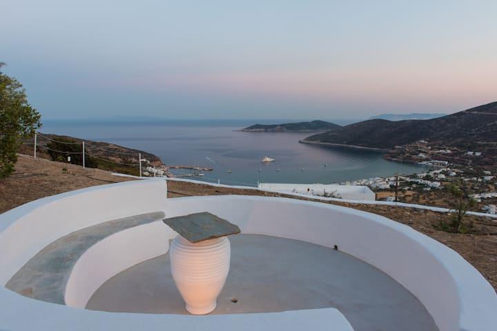 Sifnos point: Δάφνη με υπέροχη θέα στο Αιγαίο.