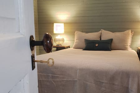 25%OFF- Historic Mill House 3 blocks from Downtown