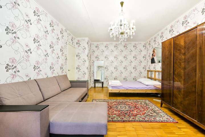 An apartment close to Marina rosha metro station