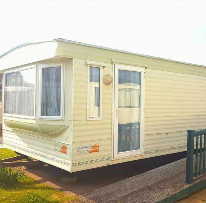 6 berth, 2 bedroom mobile home