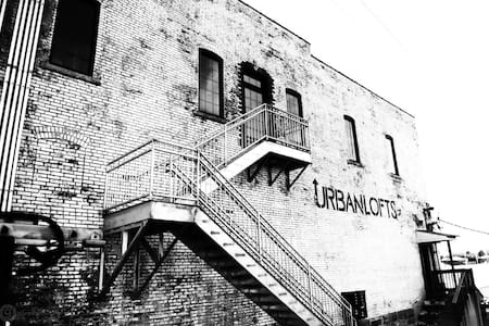 Urban Loft w/ Balcony above BrewCo & RestaurantJS5