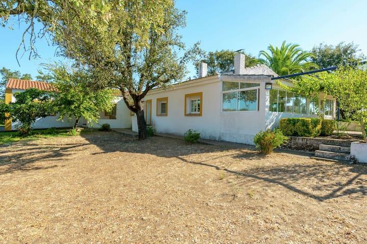 Accogliente casa per le vacanze con piscina e terrazza in Estremadura in Spagna