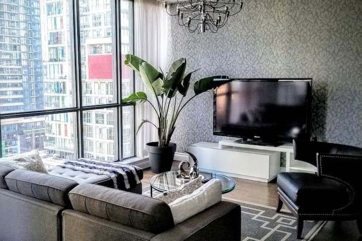 Executive Suite in the Heart of Downtown T.O.