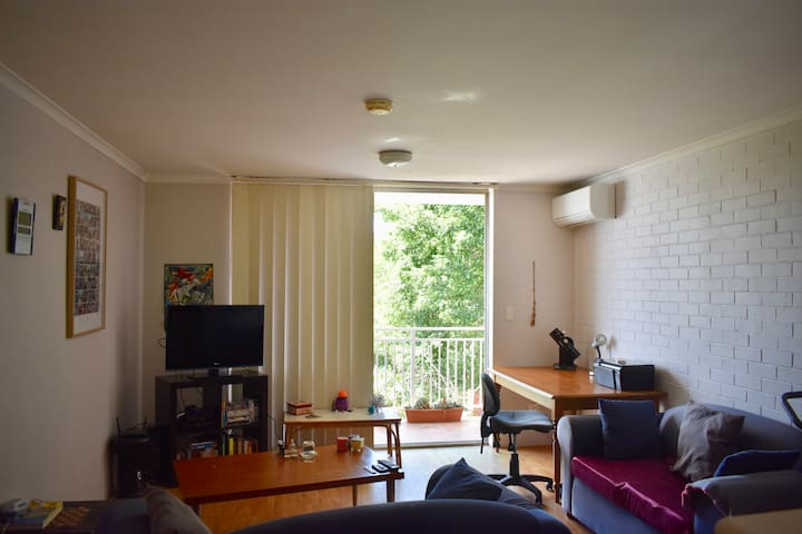 Cosy Red Hill 1 Bedroom Apartment with Parking