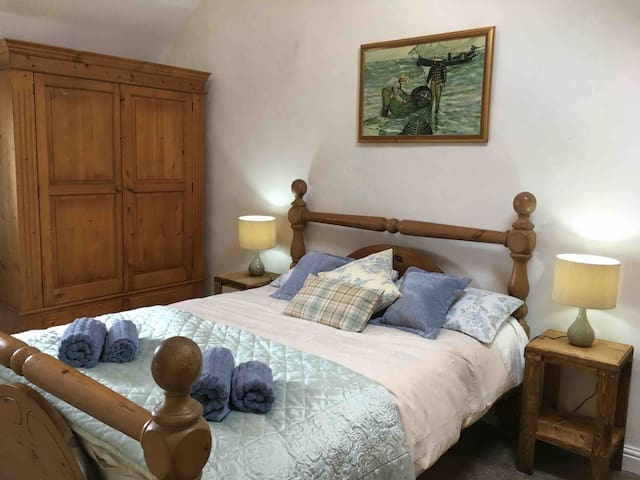 B&B Spacious Bedroom Sleeps upto 4 En-Suite