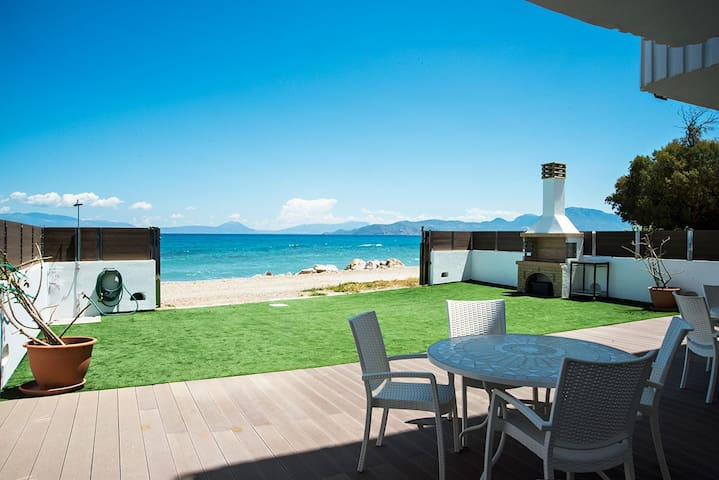 Villa Tasos on the beach - Kiato - House