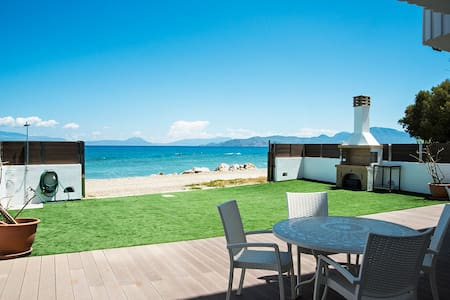 Villa Tasos on the beach - Kiato - Ev