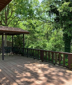 Lake House, private getaway on Bull Shoals Lake.