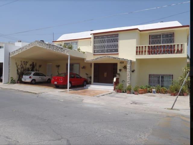 Habitacion grande en Colinas de San  Jeronimo