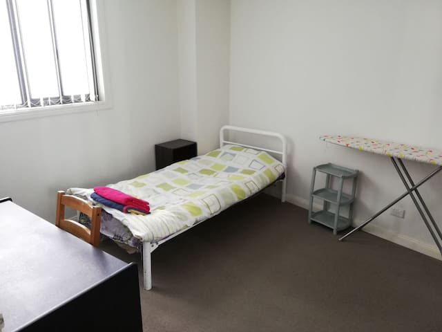 Private Bedroom with Free Parking @ Prime Location