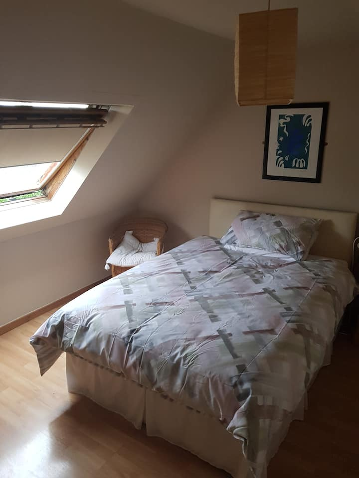 Cosy Double Bed Fridge/Microwave in room CMK 1.5km