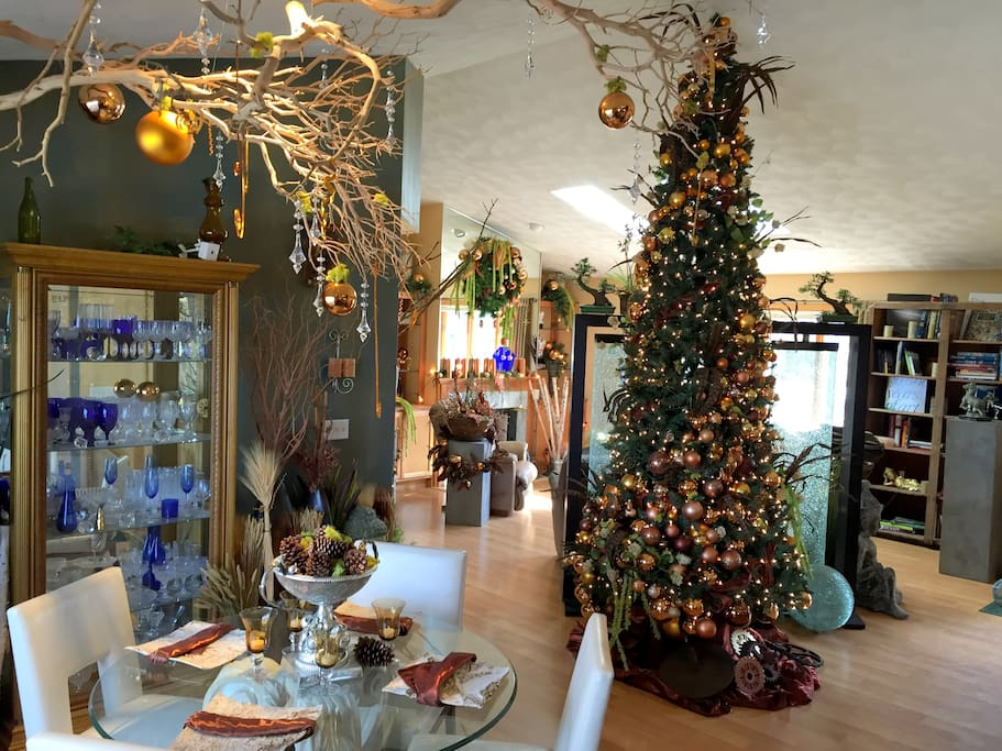 Spacious open floor design with 12 foot Christmas tree shown.