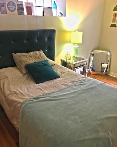 Spacious, modern bedroom near Boystown + Wrigley