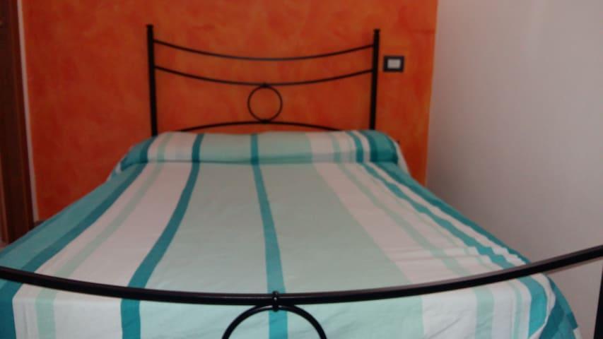 APPARTAMENTO INDIPENDENTE CON CORTILE - Maracalagonis - Vacation home