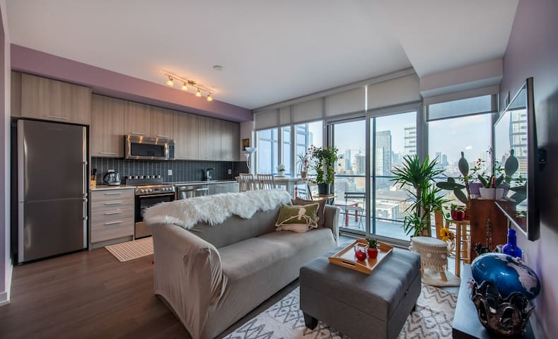 Modern Downtown Condo - 1BR + 1BA + Sofabed