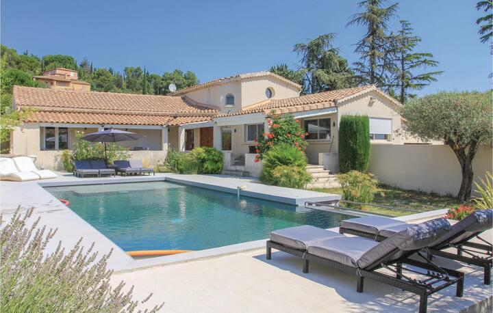 Amazing home in Rochefort with WiFi and 3 Bedrooms