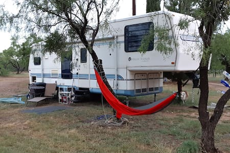Spacious RV on Working Vineyard  & Winery on Lake!