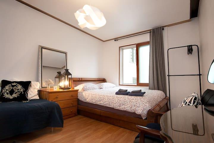 [OPEN SALE] DaVinci room - 5min to Hongik univ stn