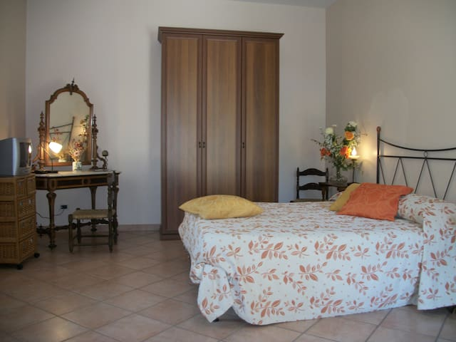 Camera doppia Le Poiane - San Piero Patti - Bed & Breakfast