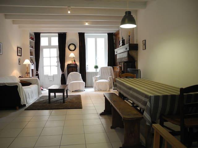 Maison typique entièrement restaurée sur le Port - Barfleur - Dom