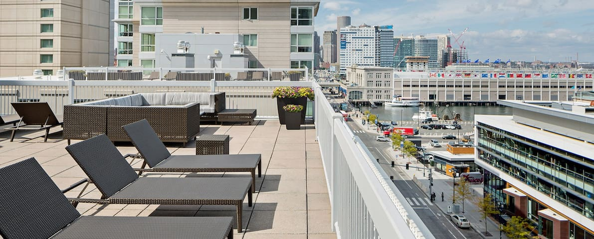 Prime Luxury One Bedroom- Heart of the Seaport! - Boston - Wohnung