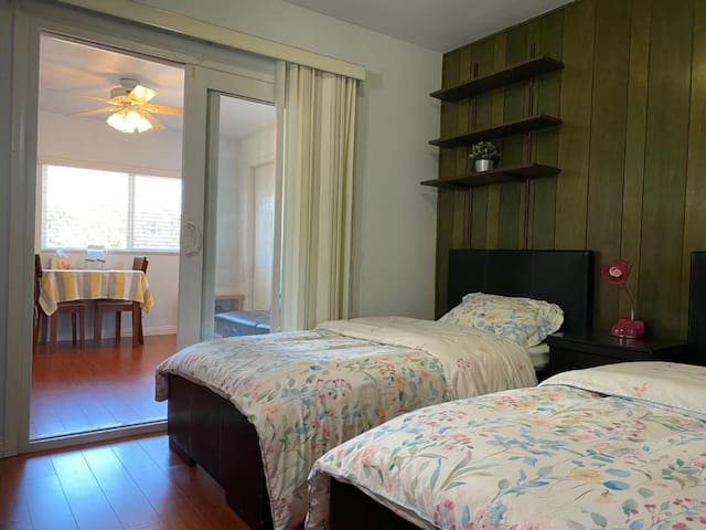 Cozy Suite with Private Study, Bathroom & Entrance