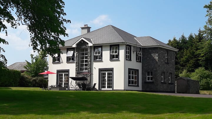 3 Priory Grove, Muckross Road, Large en suite