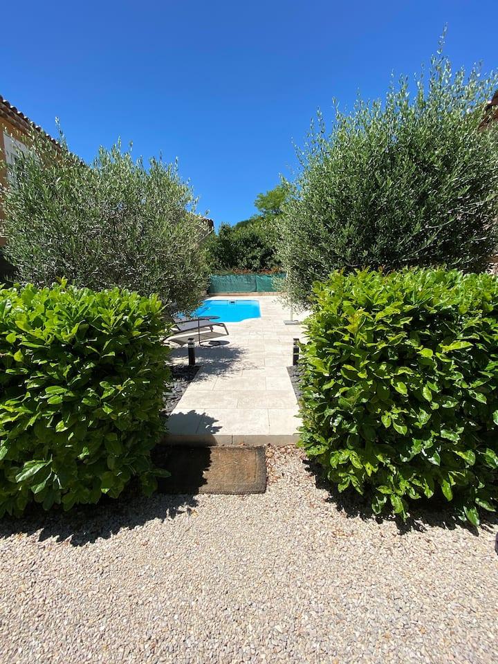 Jolie Villa avec piscine à 7 km d Aix-en- Provence