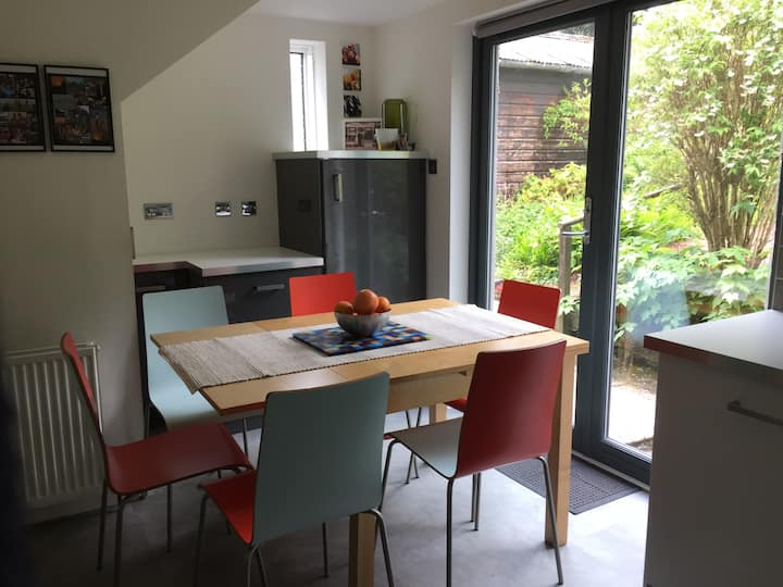 Well-presented house/Great garden/6miles from city