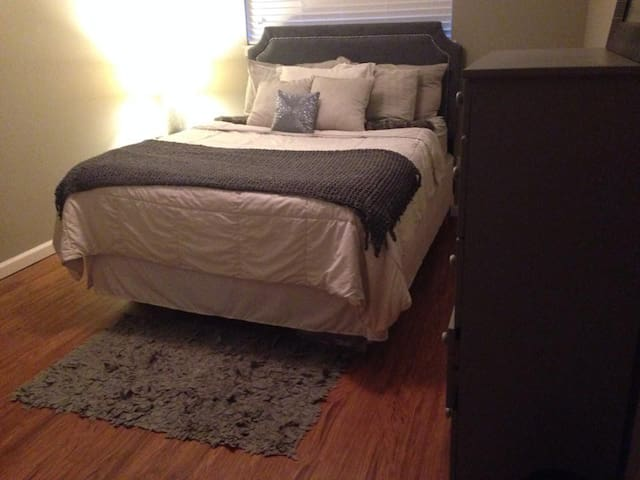 Charming Midtown Apartment Recently Remodeled - Memphis - Apartment