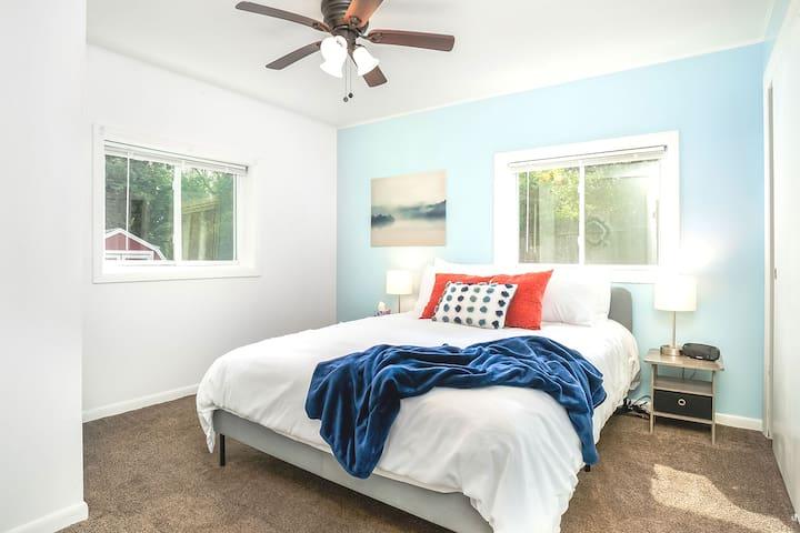 Get a good night's sleep in this cozy bedroom with queen bed!