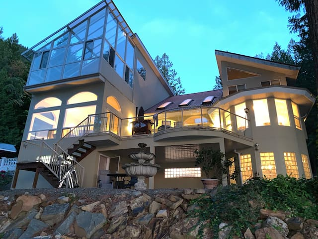 Waterfront Luxury Home on Harrison Lake