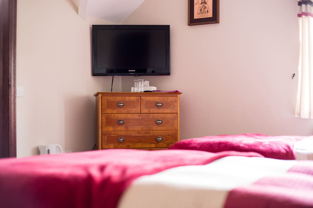 Twin Bedroom , Two Single Beds