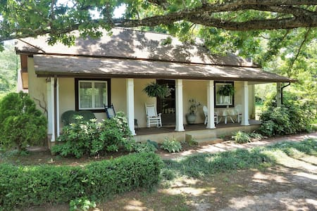 Southern Oak cozy Guest Lodge - Newnan