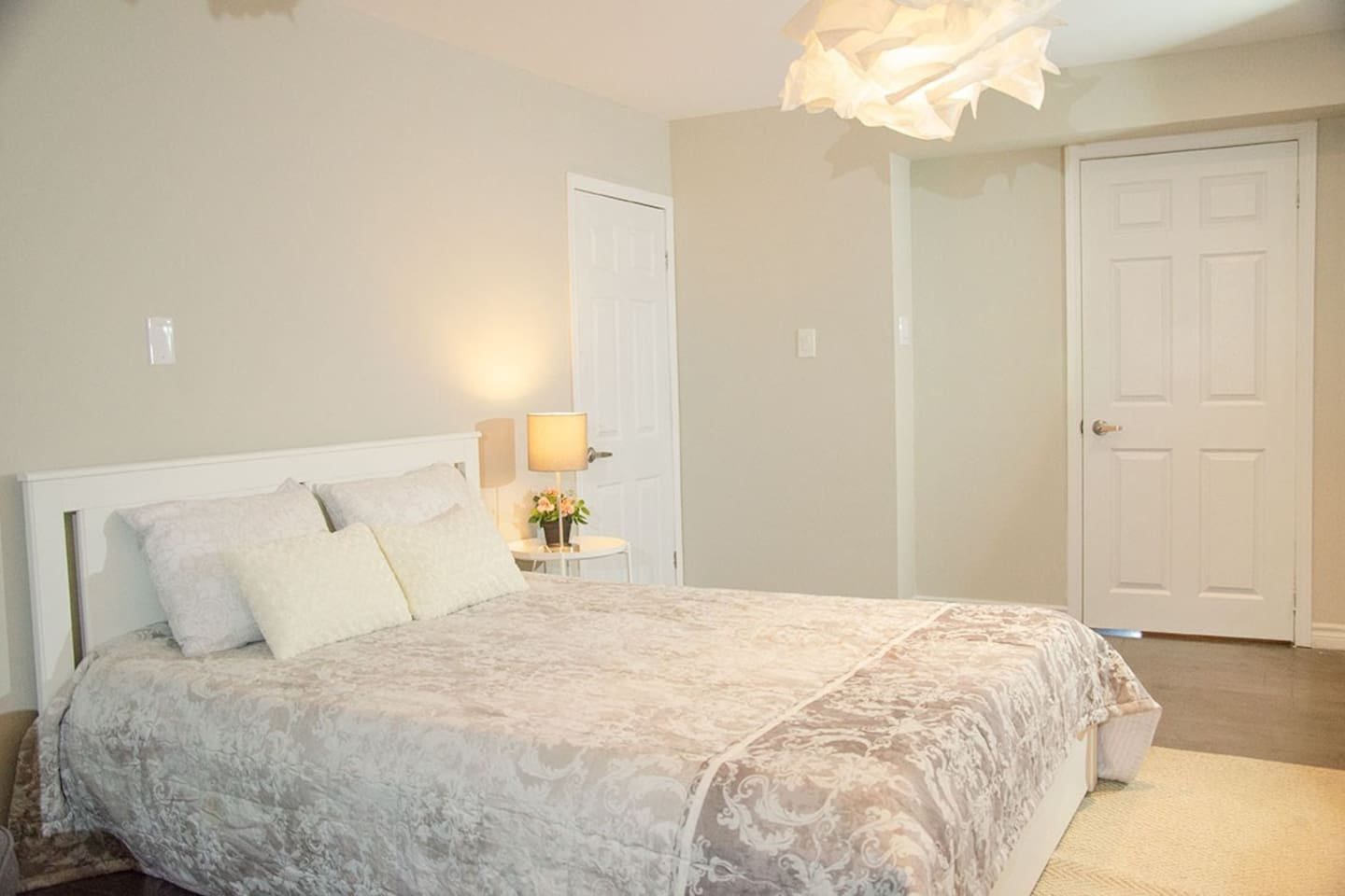 Spacious bedroom with Closet