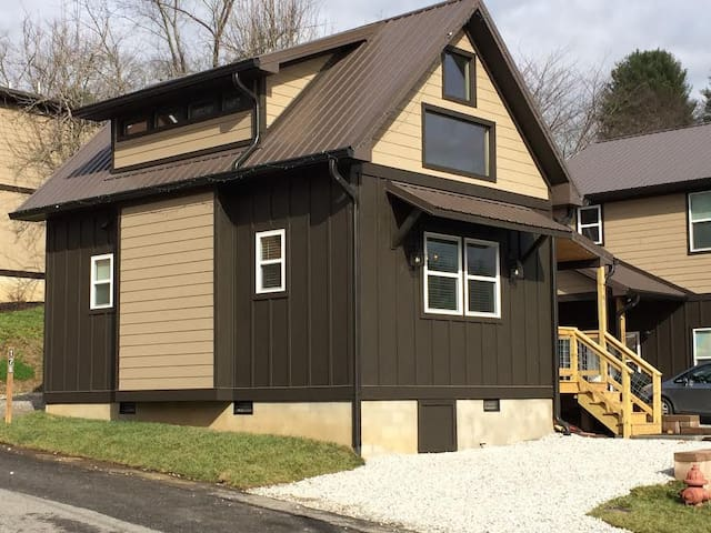 Downtown Bryson City Tiny Home - Bryson City - Bungalou