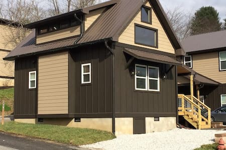 Downtown Bryson City Tiny Home - Bryson City