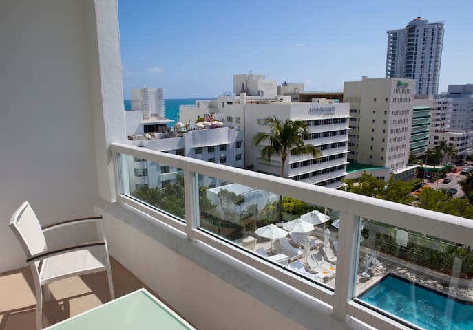 Tresor Junior Suite in Fontainebleau Miami Beach