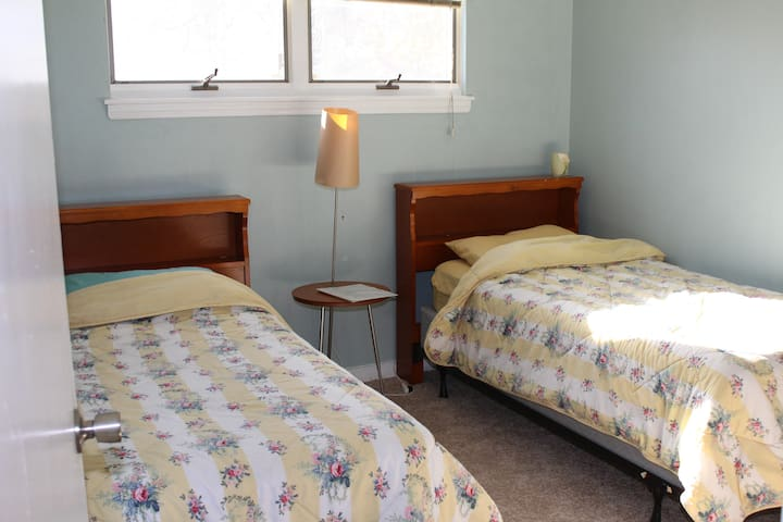 Private Room 40 min from NYC in a BEAUTIFUL home