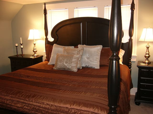Grand Staff Bed and Breakfast: Blue Room