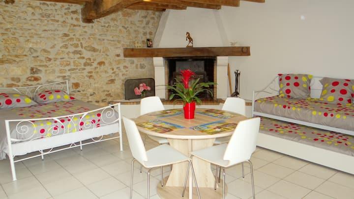 studio 30 m2 pour 4 personnes dans petit village