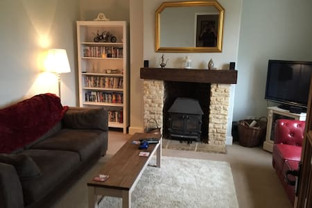 1 mile from Badminton Horse Trails - Acton Turville - House