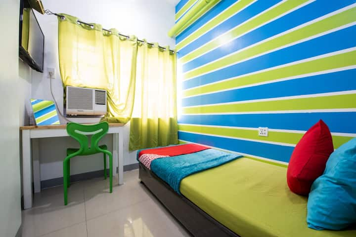 Saver Single Stay @ Yuj Inn Pasay
