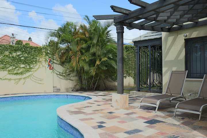 Cherry Gardens Townhouse - Kingston - Adosado