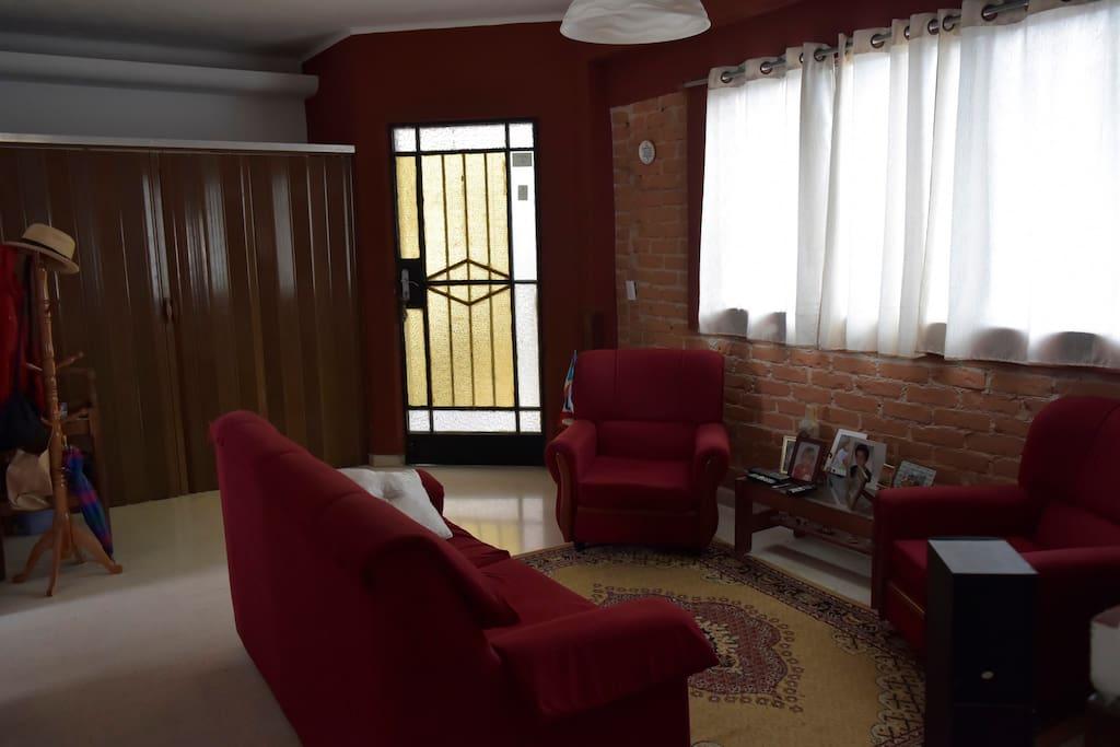 Sala y recibidor.