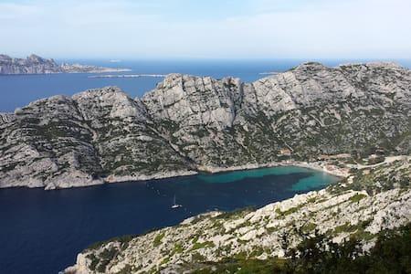 T2 +SPA  entrée parc calanques  rando et escalade - Marseille - Autre