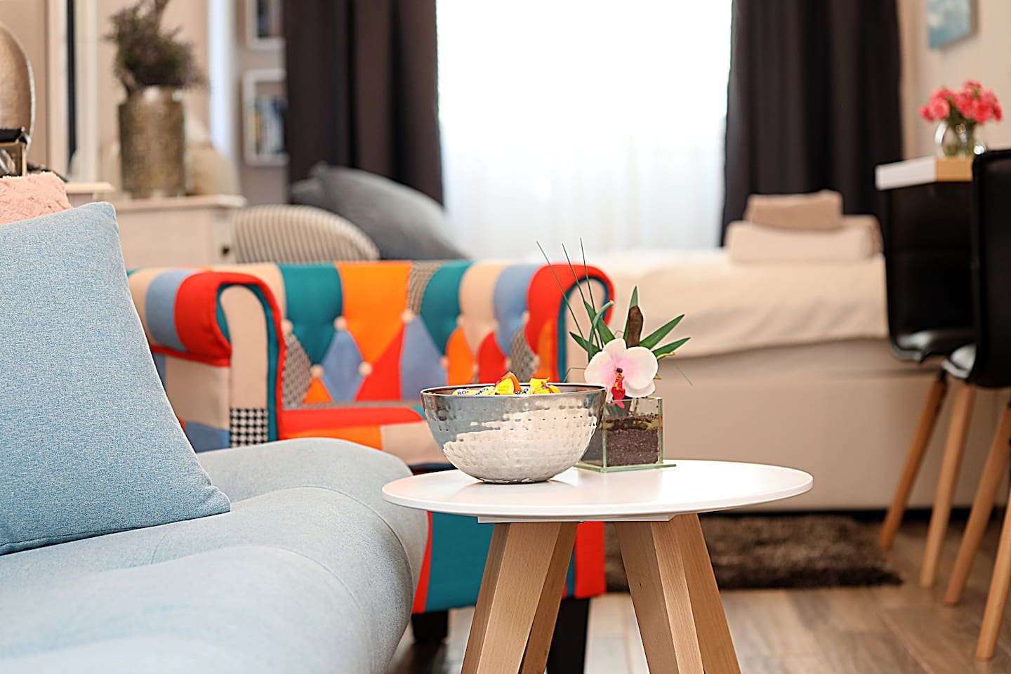 Beautiful stylish apartment with a comfy bed, large kitchen, and modern patchwork design